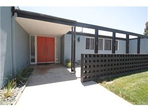 Photo of 18350 BLACKHAWK Street, Northridge, CA 91326 (MLS # SR17168534)