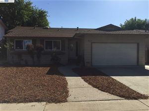 Photo of 933 Roxanne Street, LIVERMORE, CA 94550 (MLS # 40799079)