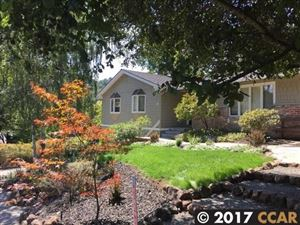 Photo of 13 Sleepy Hollow Ln, ORINDA, CA 94563 (MLS # 40793432)