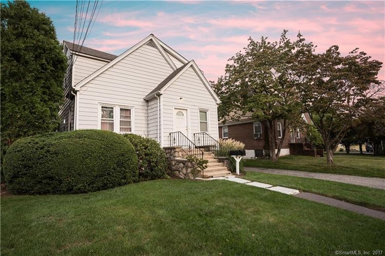 Photo for 7 Willowbrook Place, Stamford, CT 06902 (MLS # 170017049)