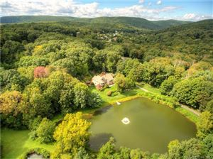 Photo of 4 Twin Ponds Court, New Fairfield, CT 06812 (MLS # 170013632)