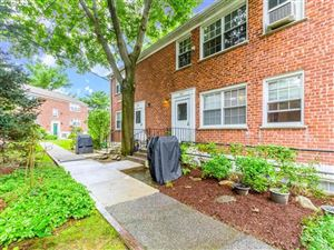 Photo of 19 Fieldstone Drive, Hartsdale, NY 10530 (MLS # 4734144)