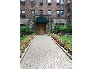Photo of 253 Garth Road, Scarsdale, NY 10538 (MLS # 4730977)