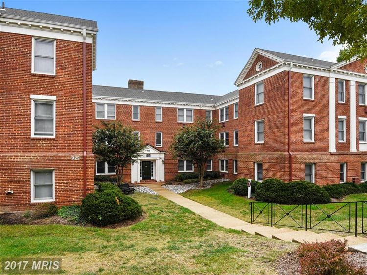 Photo for 922 WASHINGTON ST S #206, ALEXANDRIA, VA 22314 (MLS # AX10055160)