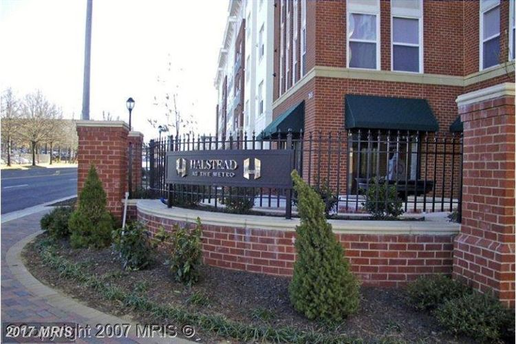 Photo for 2655 PROSPERITY AVE #305, FAIRFAX, VA 22031 (MLS # FX10055229)