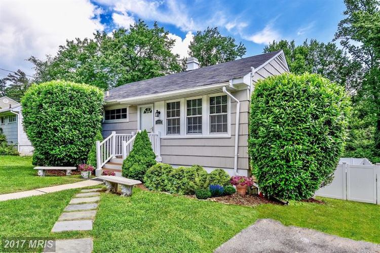 Photo for 1720 CRAWFORD DR, ROCKVILLE, MD 20851 (MLS # MC9977377)
