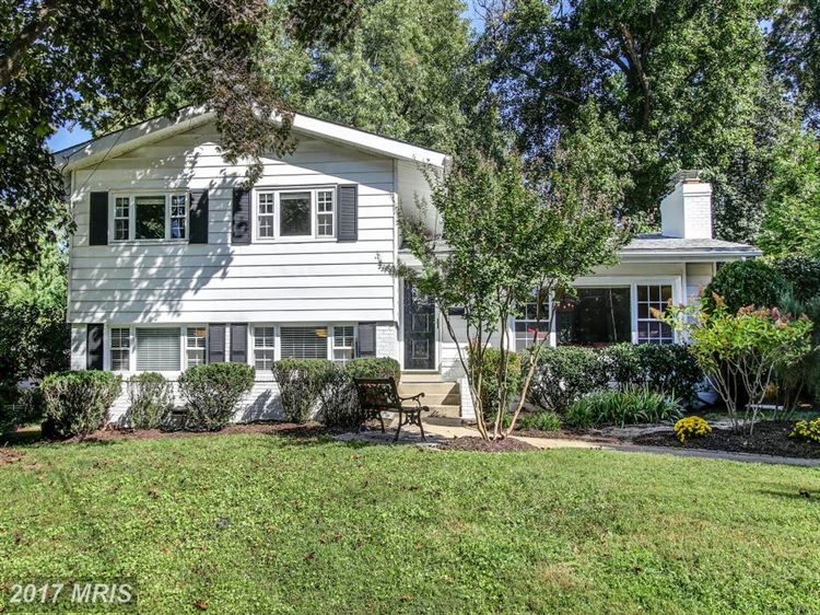Photo for 804 NORTHWEST DR, SILVER SPRING, MD 20901 (MLS # MC10055553)