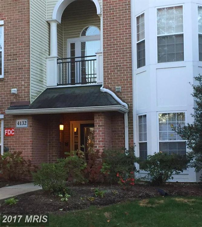 Photo for 4132 FOUNTAINSIDE LN #K103, FAIRFAX, VA 22030 (MLS # FX10078934)