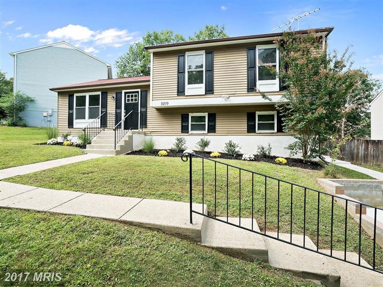Photo for 3219 CHEVERLY HILLS CT, CHEVERLY, MD 20785 (MLS # PG10055960)