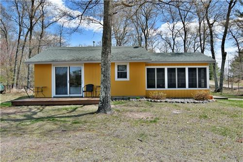 Photo of N58W24572 CLOVER DR, SUSSEX, WI 53089 (MLS # 1553053)