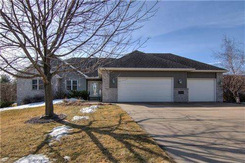Photo of W226N3977 COUNTRY LN, PEWAUKEE, WI 53072 (MLS # 1551054)