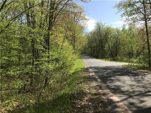 Photo of W1488 S SHORE DR, PALMYRA, WI 53156 (MLS # 1527085)