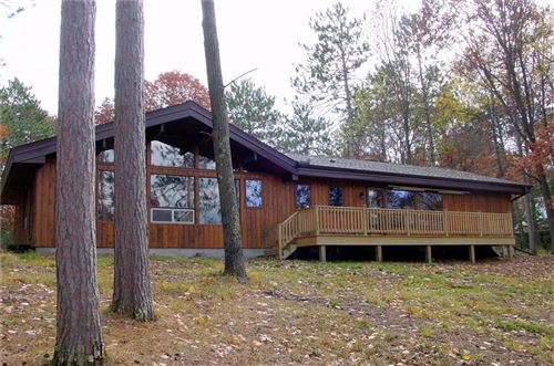 Photo of 240 FOUR WINDS CT, HARTLAND, WI 53029 (MLS # 1548091)