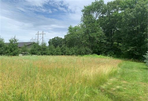 Photo of 2218 W Shore Dr, DELAFIELD, WI 53018 (MLS # 1533115)
