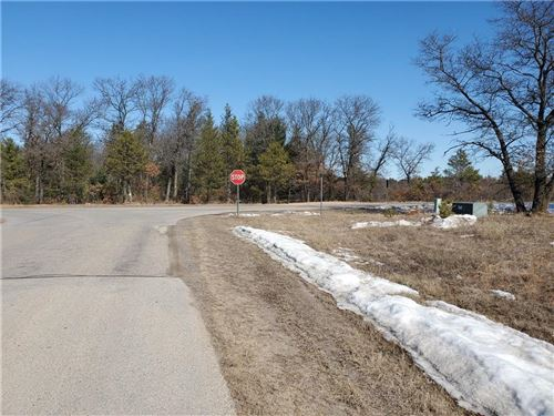 Photo of S105W20455 NORTH SHORE DR, MUSKEGO, WI 53150 (MLS # 1551118)
