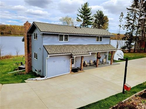 Photo of W278N8886 TWIN PINE CIR, HARTLAND, WI 53029 (MLS # 1553150)