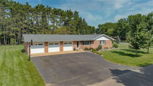 Photo of S38W26444 Riverview Dr, WAUKESHA, WI 53189 (MLS # 1546171)