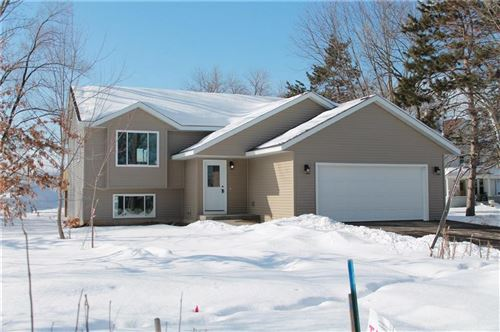 Photo of 6225 W Allerton Ave, GREENFIELD, WI 53220 (MLS # 1536287)