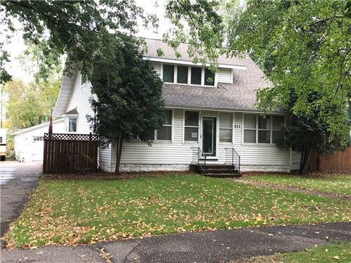 Photo of 1074 Turnberry Dr, PEWAUKEE, WI 53072 (MLS # 1536342)