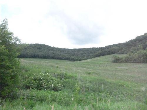 Photo of 10717 N GAZEBO HILL PKWY E, MEQUON, WI 53092 (MLS # 1555352)