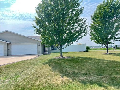 Photo of 7213 W RIVER BIRCH DR, MEQUON, WI 53092 (MLS # 1556352)
