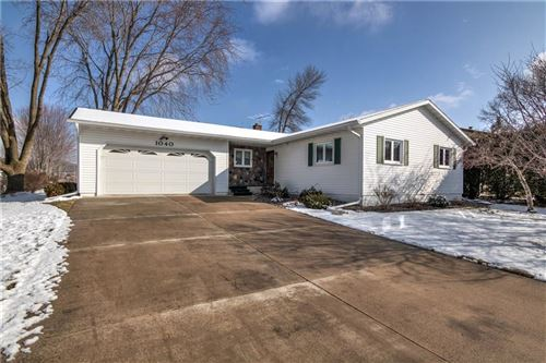 Photo of N27W30323 GRAND HAVEN DR, PEWAUKEE, WI 53072 (MLS # 1551398)