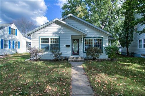 Photo of 921 QUINLAN DR #E, PEWAUKEE, WI 53072 (MLS # 1559399)