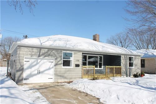 Photo of 5220 S 37 St, GREENFIELD, WI 53221 (MLS # 1539493)