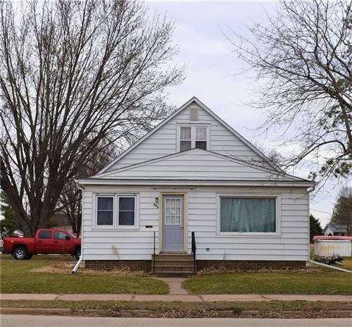 Photo of 13860 W LINFIELD DR, NEW BERLIN, WI 53151 (MLS # 1551542)