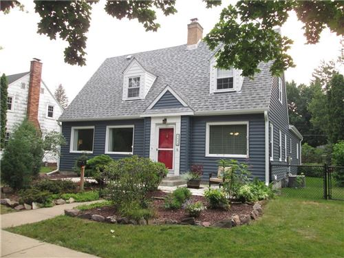 Photo of 9531 W DONGES BAY RD, MEQUON, WI 53097 (MLS # 1556562)