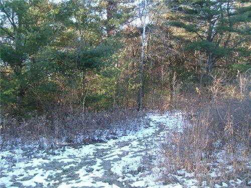 Photo of S78W22655 SUNSET GLEN DR, BIG BEND, WI 53103 (MLS # 1548591)