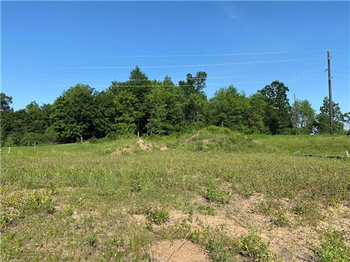 Photo of 5324 S HIDDEN DR, GREENFIELD, WI 53221 (MLS # 1556614)