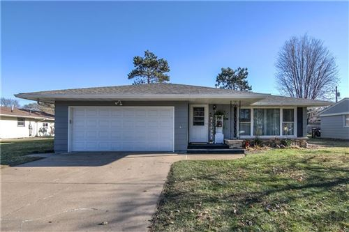 Photo of S90W34587 WHITETAIL DR, EAGLE, WI 53119 (MLS # 1548664)