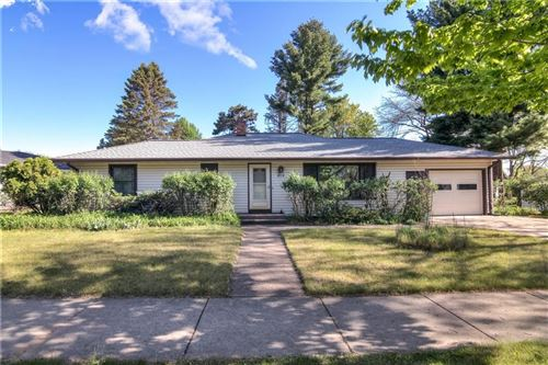 Photo of 504 HIGH POINT CT, JANESVILLE, WI 53548 (MLS # 1553738)