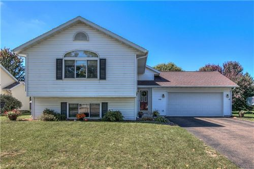 Photo of 8241 W HIGHLANDER DR, MEQUON, WI 53097 (MLS # 1558747)