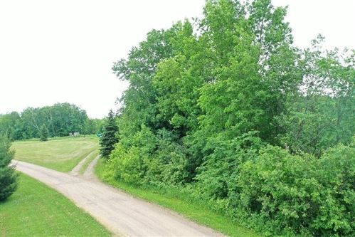Photo of W246N5942 PRAIRIE FALCON PASS, SUSSEX, WI 53089 (MLS # 1554757)