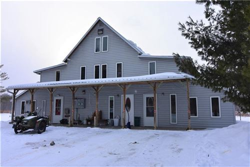 Photo of 2070 S PARKSIDE DR, NEW BERLIN, WI 53151 (MLS # 1550812)
