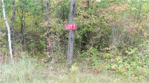 Photo of 325 APPLE TREE LN, EAGLE, WI 53119 (MLS # 1558813)