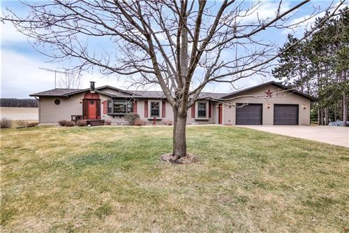 Photo of 600 S COLONIAL PKWY, SAUKVILLE, WI 53080 (MLS # 1551848)