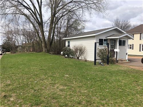 Photo of 709 10th Ave, GRAFTON, WI 53024 (MLS # 1548860)