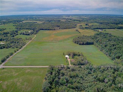 Photo of N29W5010 Landmark Dr, CEDARBURG, WI 53012 (MLS # 1545896)