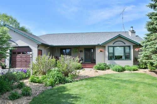 Photo of W335N5421 Wedgewood Dr, NASHOTAH, WI 53058 (MLS # 1542958)