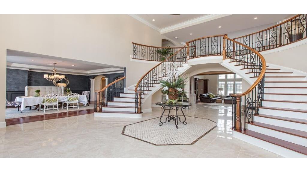 Luxury home foyer 1024x576