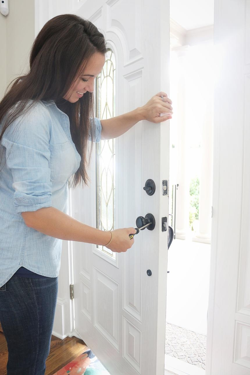 things-do-when-moving-new-home-locks-standard_9a13189fa0fbf06f8b330f3759fd54de_860x1290_q85