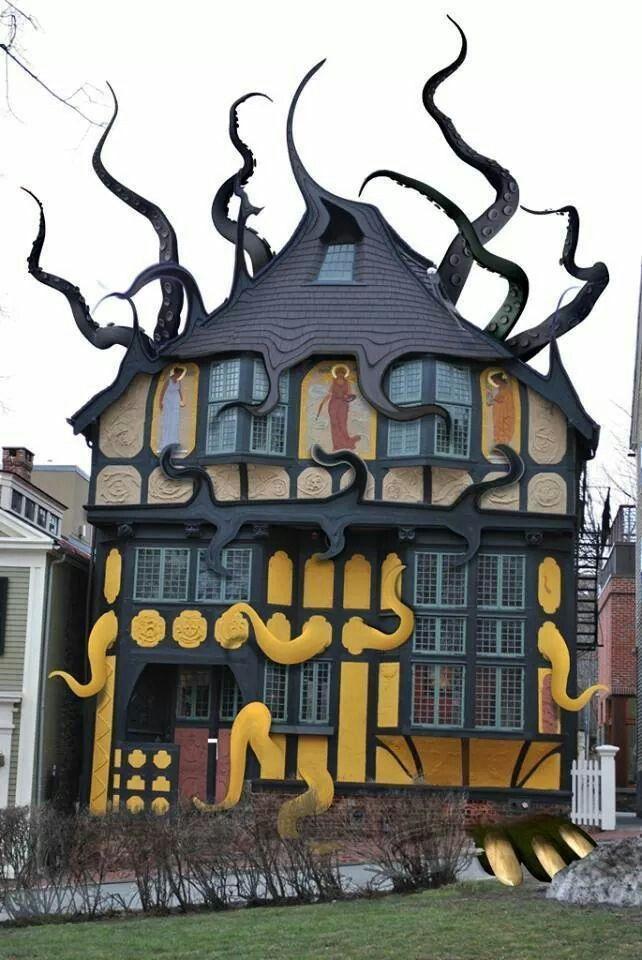 3e45dbb0424f97d50c98b8e8db1badc6--weird-houses-unusual-houses