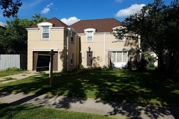 072717_celebrity_homes_you_can_afford_slide_.max-784x410_FykB1cJ