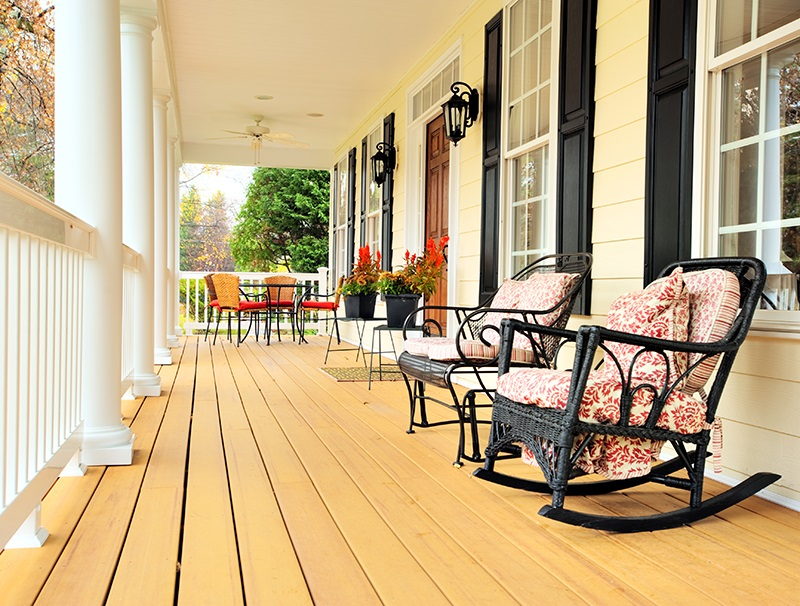 traditional-home-front-porch-with-rocking-chairs-95b3fa
