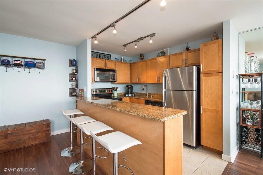 05-655-irving-park-unit3615-kitchen