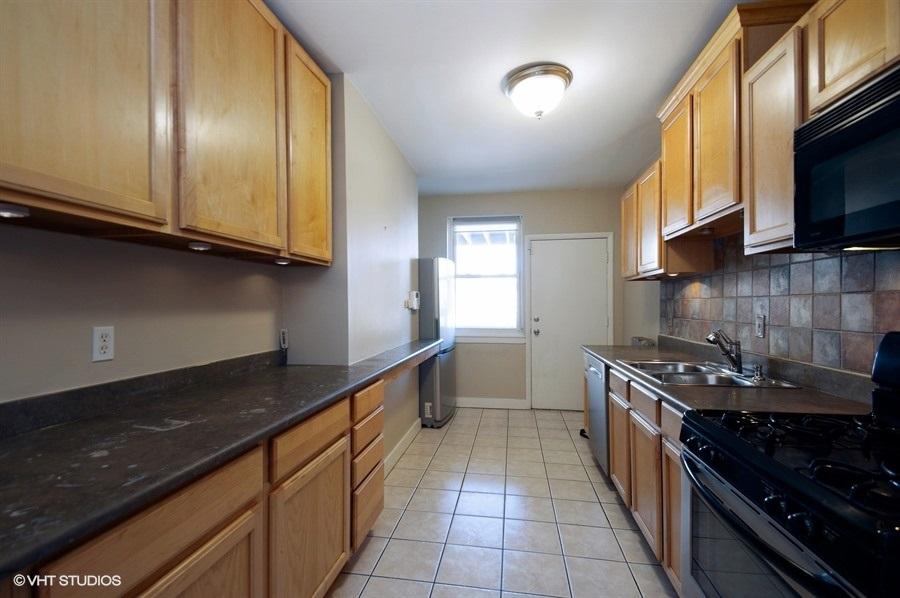 05-1730-foster-unit1w-kitchen