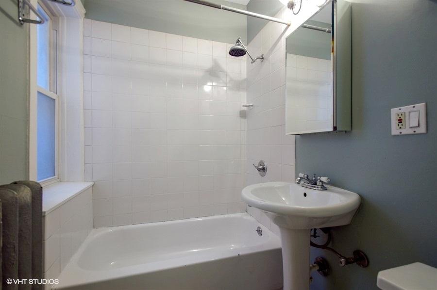 09-1730-foster-unit1w-bathroom